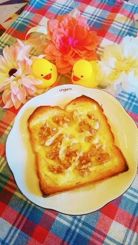 クルミとチーズのトースト画像