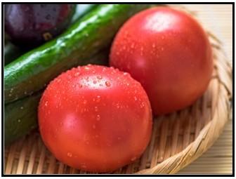 へたを下にしたトマトの画像
